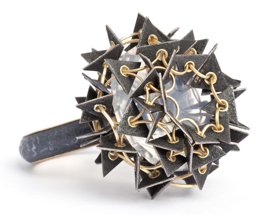 Ralph Bakker, ring, 2012, goud, zilver, niëllo, kwarts, foto Michael Anhalt
