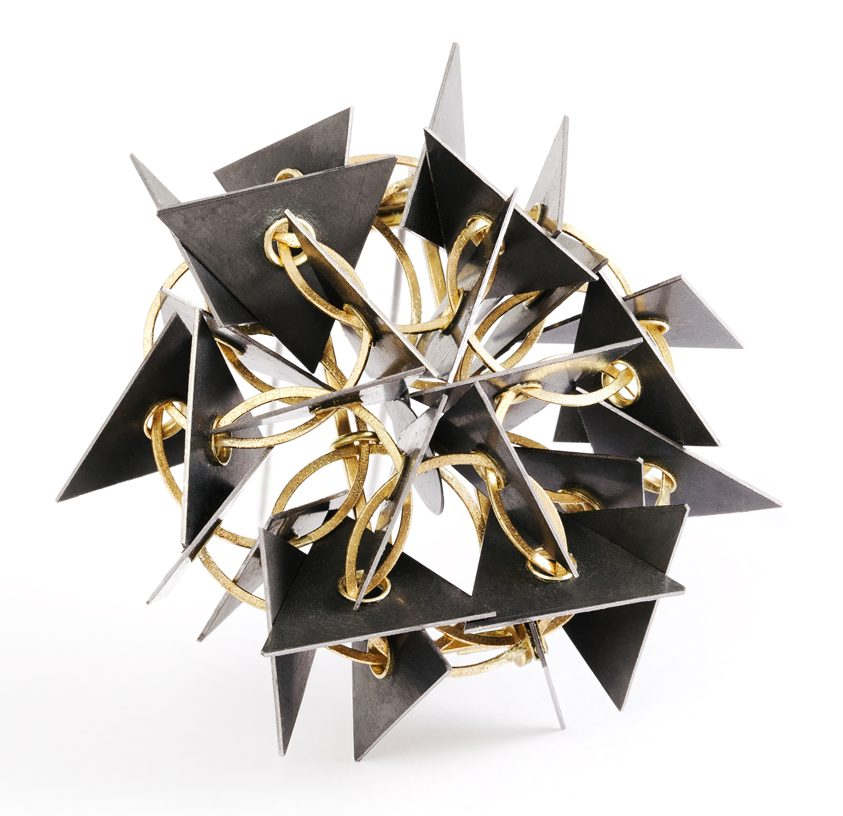Ralph Bakker, PatternMagic2, broche, 2014. Foto Michael Anhalt, goud, tantalium