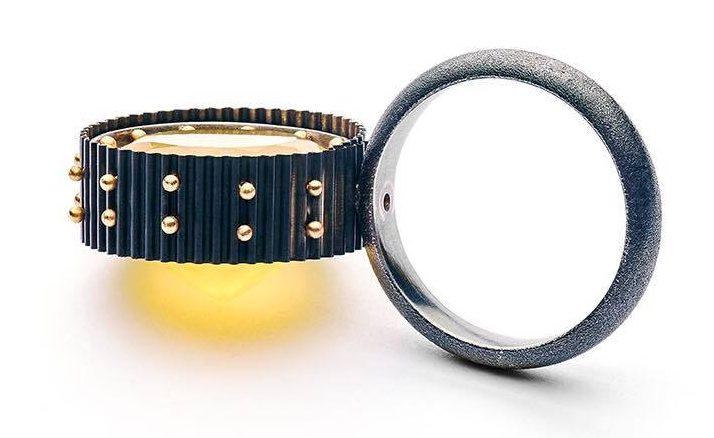 Ralph Bakker, Revelry 8, ring, 2020. Foto Michael Anhalt, zilver, goud, citrien
