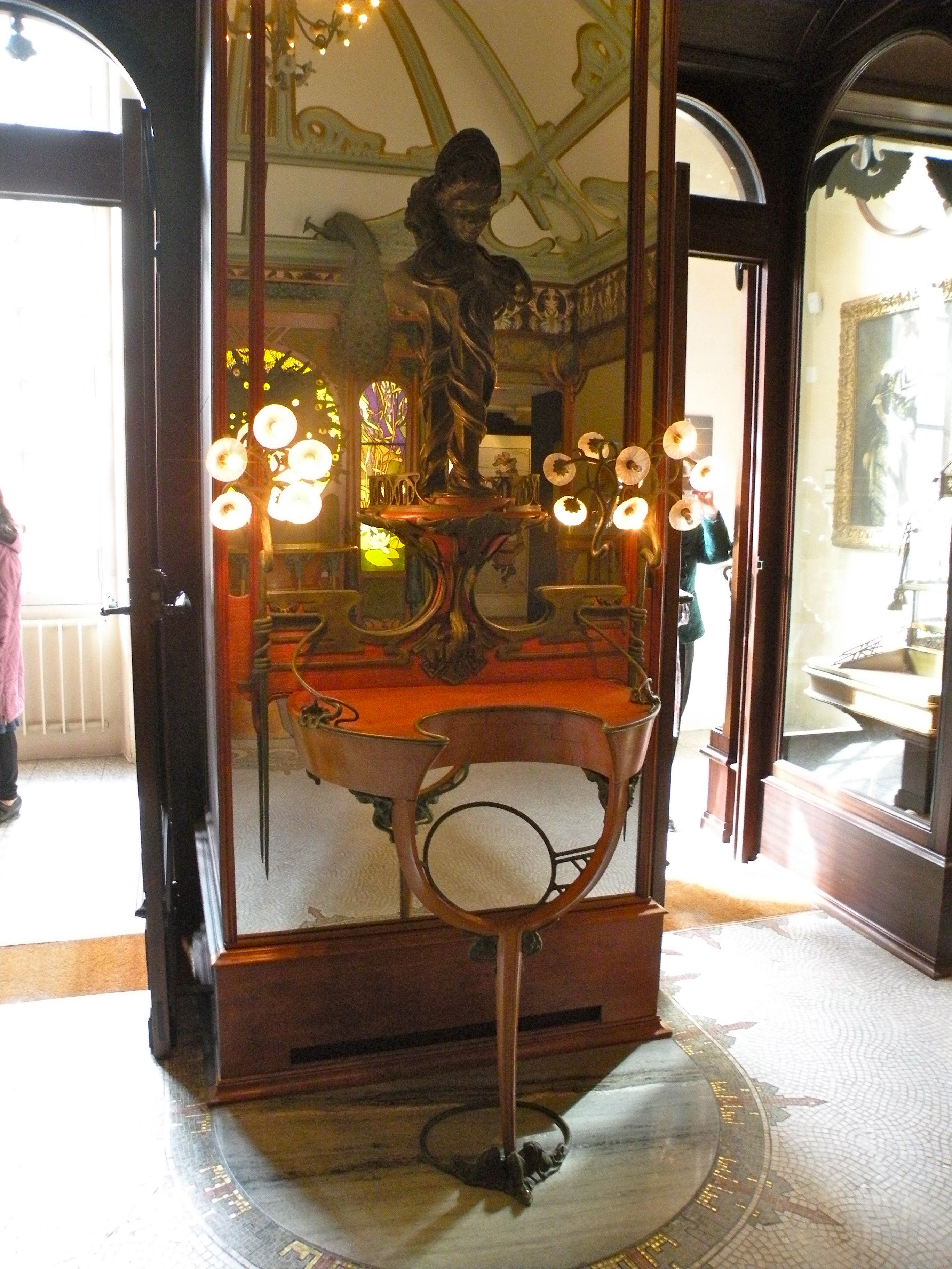 Alphonse Mucha voor Georges Fouquet, winkelinterieur. Collectie Musée Carnavalet. Foto Chatsam