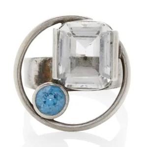 Margaret de Patta, ring. Collectie Jill & Byron Crawford. Foto Bonhams, zilver, snthetische spinel