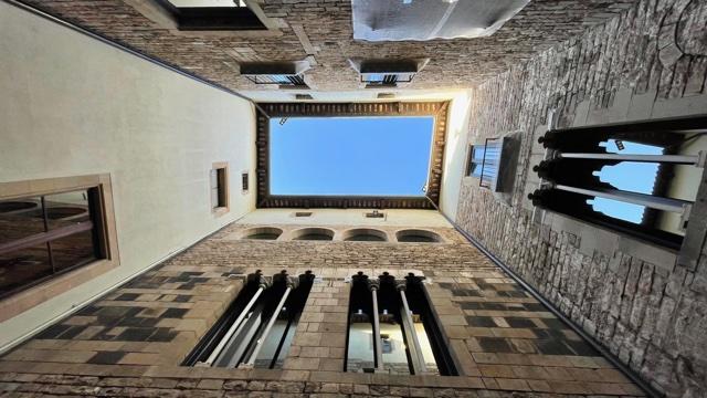 Museu Picasso, Barcelona. Foto Ronald Manrho, 2021, binnenplaats, exterieur