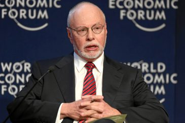 epa04336655 A handout picture by the World Economic Forum (WEF) made available on 31 July 2014 shows Paul Singer, CEO of Elliott Management Corporation, during the session 'Forum Debate: Are Markets Safer Now?' at the Annual Meeting 2014 of the World Economic Forum at the congress centre in Davos, 22 January 2014. The court-appointed mediator tasked with conducting settlement negotiations on the repayment of Argentine debt on 30 July declared that Argentina has entered into default for the second time in 13 years. The move came after demands by a group of creditors awaiting full repayment, led by Elliott Management's NML Capital hedge fund in New York. EPA/REMY STEINEGGER/WEF/SWISS-IMAGE.CH MANDATORY CREDIT HANDOUT EDITORIAL USE ONLY/NO SALES
