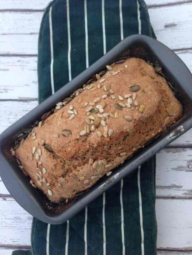 Clean eating homemade bread recipe which is easy, quick and friendly for your waist. The kids love it too so get them involved #cleaneating #vegan #healthy