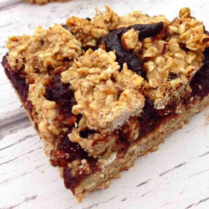 Healthy chocolate oat bars