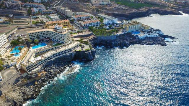 How to eat clean and healthy in Tenerife? From smoothies to steaks, protein-based food to traditional dishes, Tenerife offers an incredible range of food, so read on