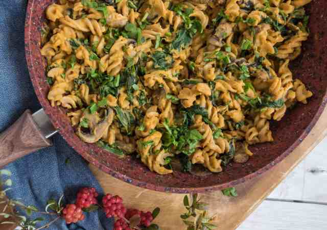 Healthy creamy butternut squash pasta recipe made with only simple ingredients and ready in 30 minutes #vegan #dairyfree and #glutenfree