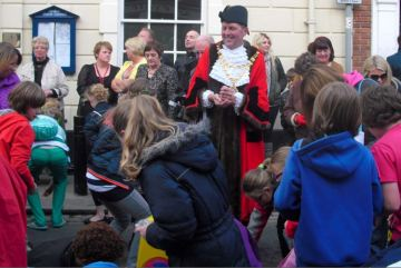 Hedon Penny Throwing 2012 - 665th Mayor Cllr Jim Lindop