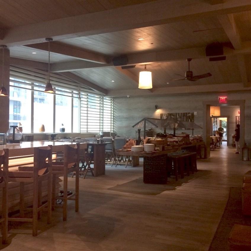 Quinto La Huella Indoor Seating Buffet Table