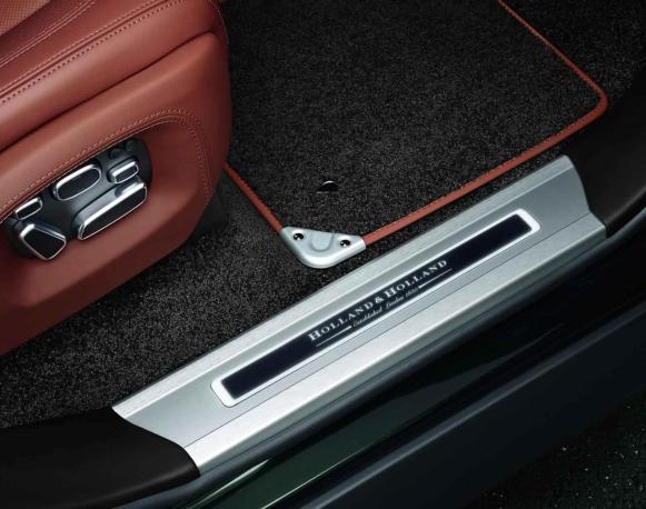 ko gre za zahteven teren. A ne Range Rover Holland & Holland.