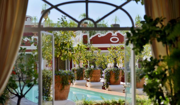 Hotel Le Sirenuse: Brezčasna oaza na Amalfijski obali