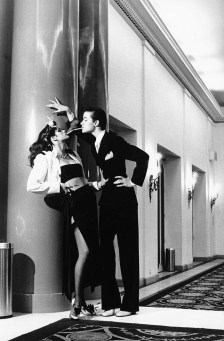 """Helmut Newton: najbolj """"seksi"""" fotografije modnega fotografa"""