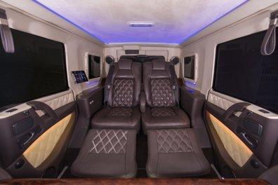nastane oklepni terenec z vsemi priboljški luksuznih vozil.