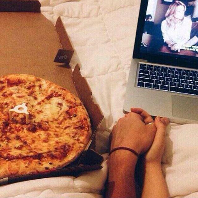 Skupaj spadata kot pica in Netflix...