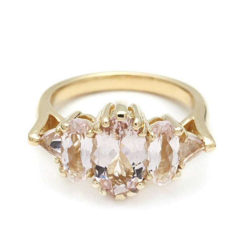 Anna Sheffield, Theda Ring in Oval Pink Morganite (okoli 4200 evrov)