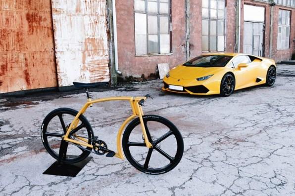Kolo je mešanica Lamborghinija in mestnega kolesa.