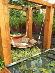 Udobna viseča mreža ob ribniku