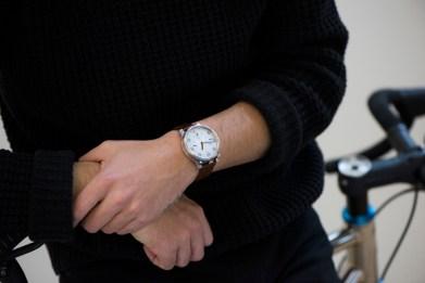 Pametna analogna ura in kolesarski števec Moskito