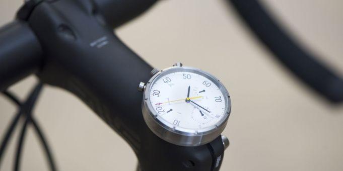Na površini je Moskito zgolj analogna ročna ura. A je precej več kot to.