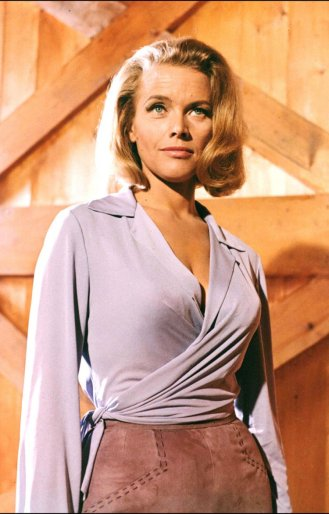1964: Honor Blackman kot Pussy Galore (Goldfinger)