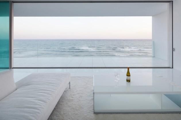 Pogled na morje iz dnevne sobe