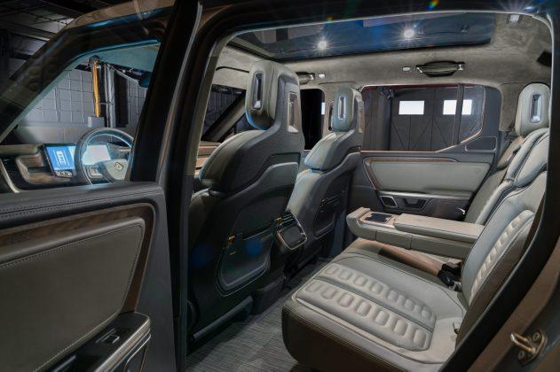 b.-rivian_r1t_interior_rear-e1543094095930