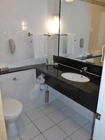 Radisson Blu Limerick Hotel & Spa Bathroom