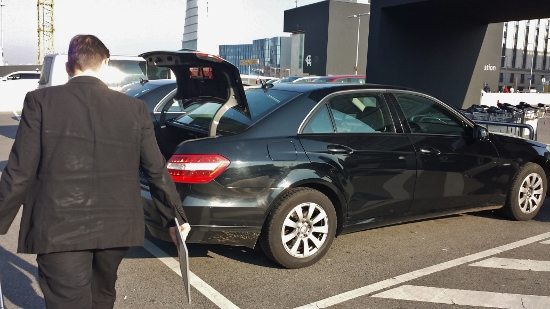 Airport Taxi mercedes transfer to Vienna