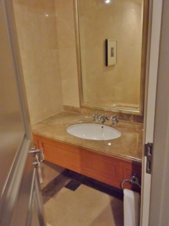 Le Meridien Kuala Lumpur Club Suite Guest Bath