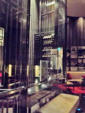 Radisson Blu Style Hotel Vienna Wine wall