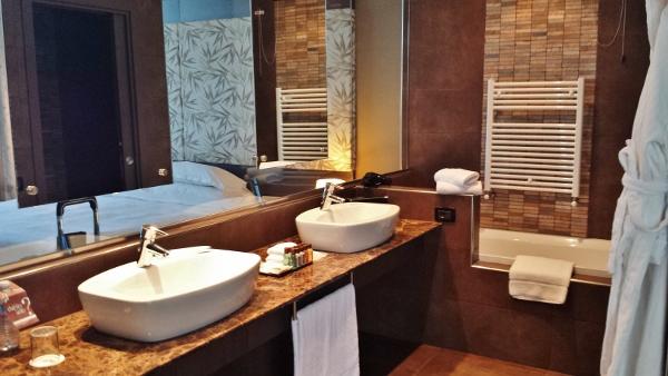 MXP Sheraton Malpensa Diplomatic Suite bathroom vanity
