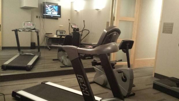 airport gym admirals club dfw