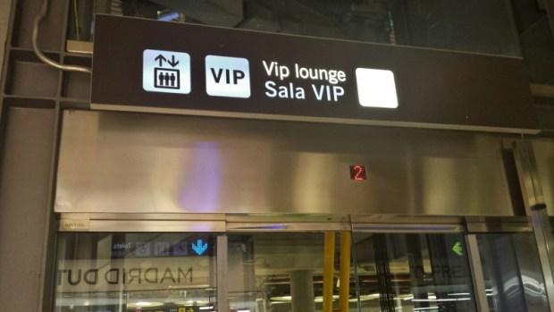 Madrid Airport T4 Iberia saladali lounge elevator