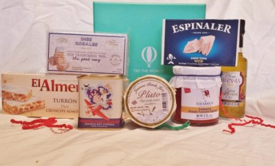Try the World Review Spain box contents