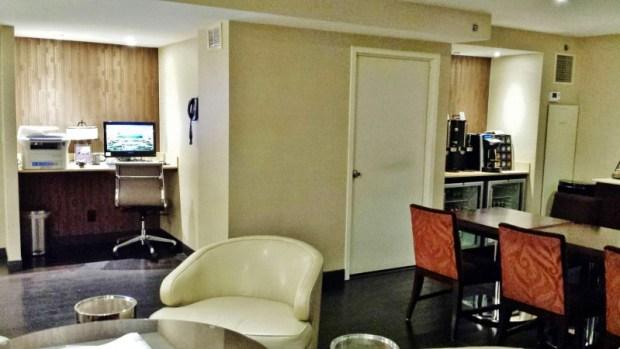 Sheraton Laguardia East Hotel club lounge