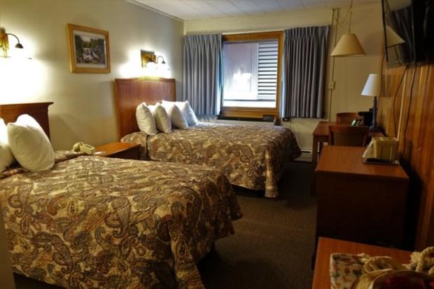 blackwater falls lodge queen twin bed room