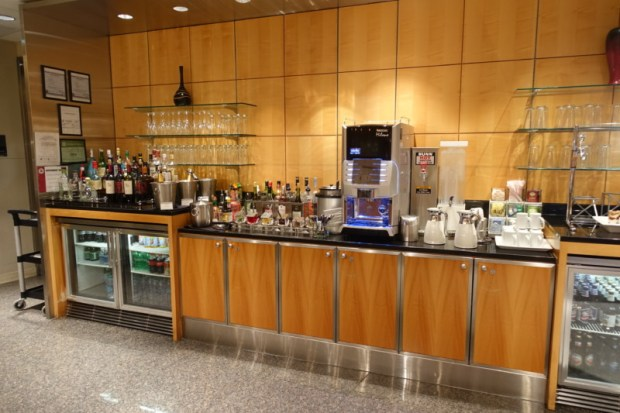 american airlines flagship lounge chicago beverages