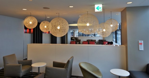 narita-airport-lounge-qantas-business-lounge-decor