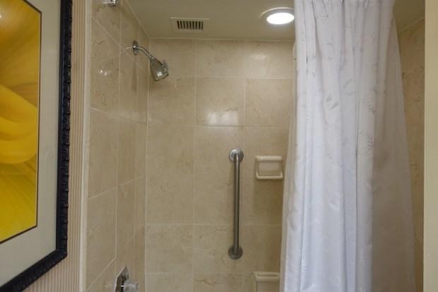 Sheraton Atlanta Airport Club Room shower