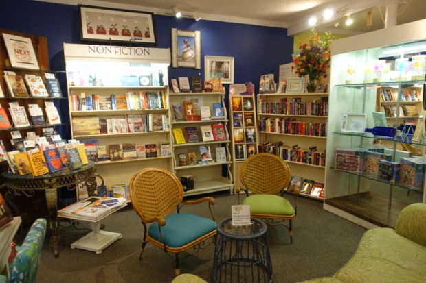 topsail-beach-nc-quartermoon-bookstore-selection