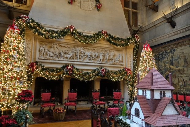 Biltmore Estate Christmas Dining room fireplace