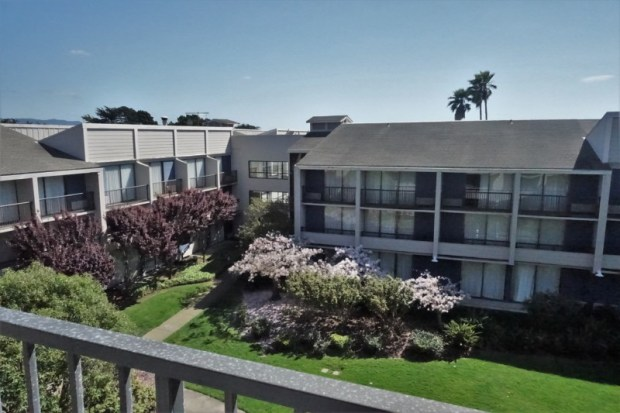 Doubletree Berkeley Marina Hotel Review Courtyard View Building 4