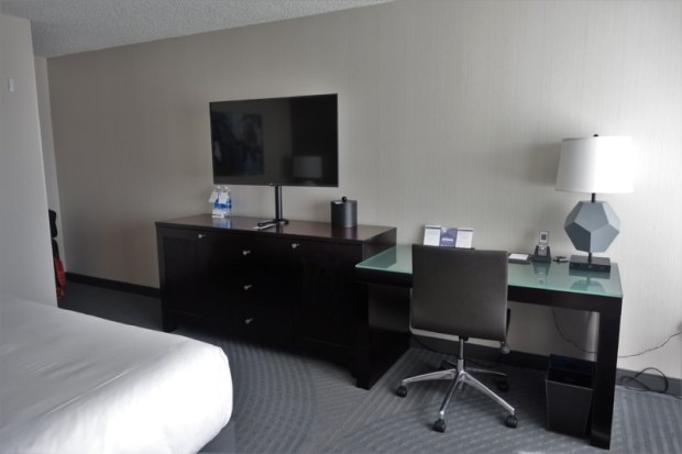 hyatt regency san francisco airport renovated king club room desk