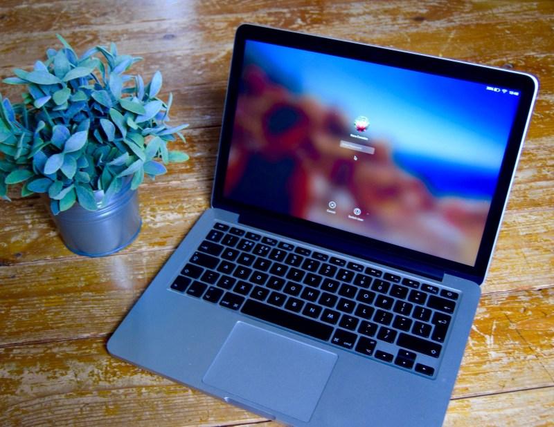 Travel Tech - Apple Macbook