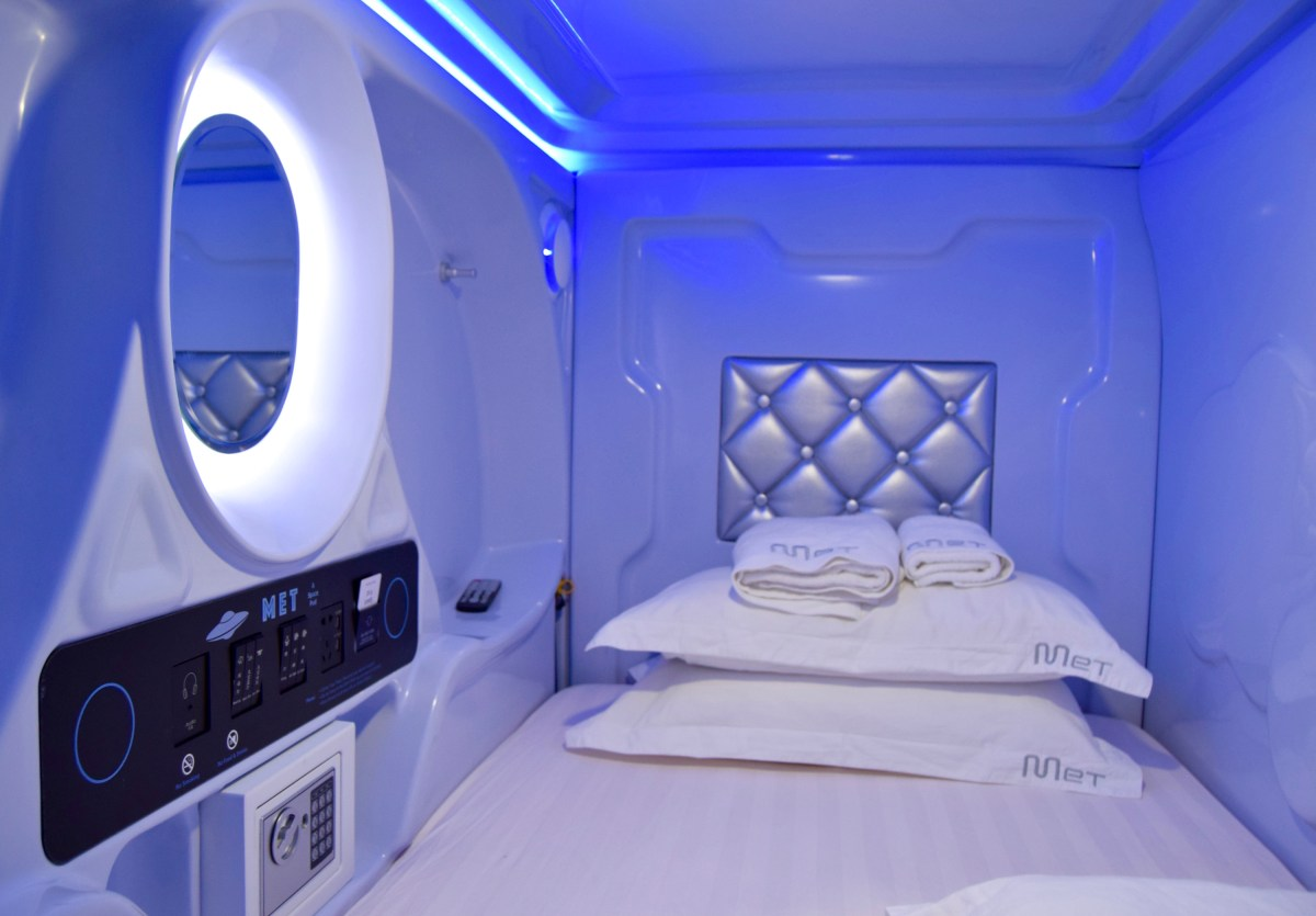Hostel Review: MET A Space Pod Hostel, Singapore