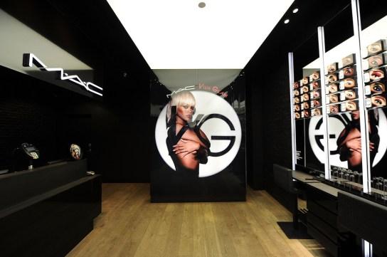 MAC+Cosmetics+Launches+Viva+Glam+Rihanna+kNJJ68d-RZax