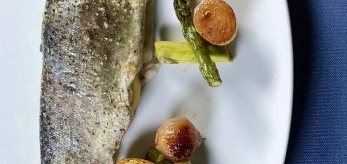 Forel met asperges en aardappeltjes