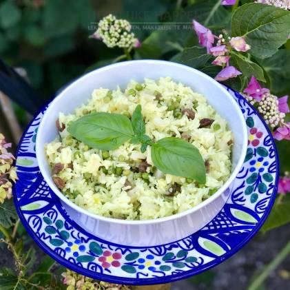 Saffraan rijstsalade met rozijntjes