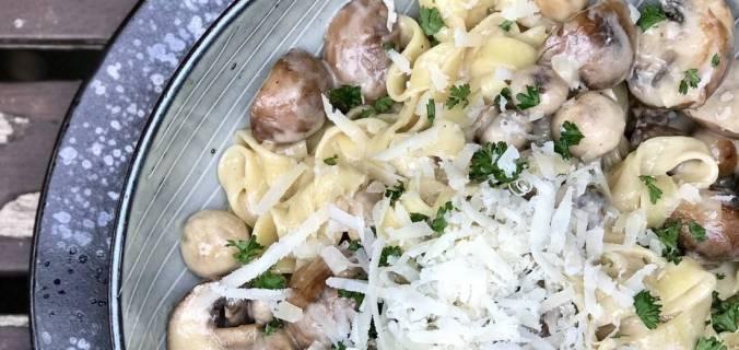 Romige champignonsaus met verse pasta