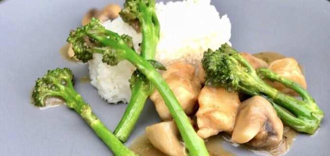 Bimi roerbak met kip en rijst